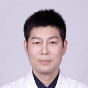 邹普功-植发医生