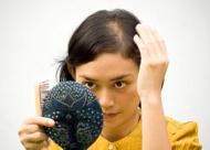 引起头发油腻的原因是什么 头发油腻的危害有哪些