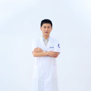 朱世伟-植发医生