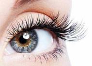 睫毛种植后的睫毛会比较硬吗 进行睫毛重建需要考虑什么